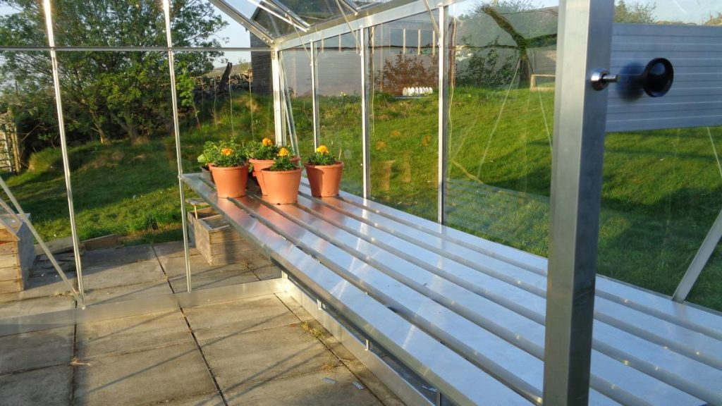 Integral Greenhouse Staging