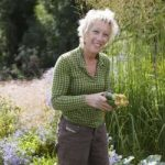 Growing Peaches & Nectarines by Carol Klein